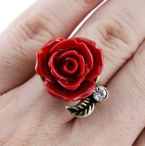 Beautiful Gold-tone Red Rose/Flower Crystal Ring