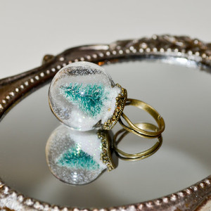 Christmas Tree Snow Globe Ring