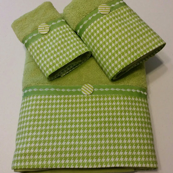 Green and White Houndstooth Bath Towel Set