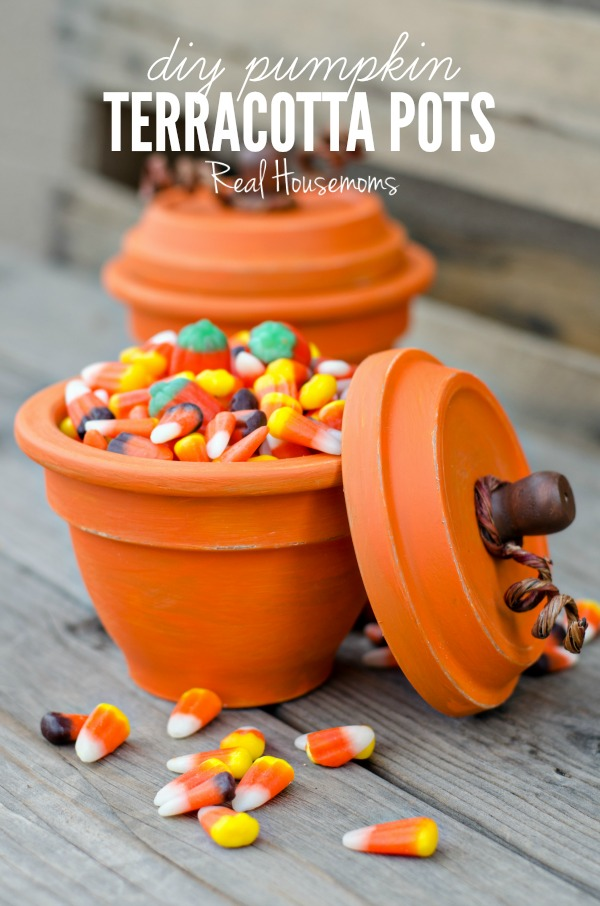 25 Easy Fall DIY Projects: DIY Pumpkin Terracotta Pots by Real HouseMoms