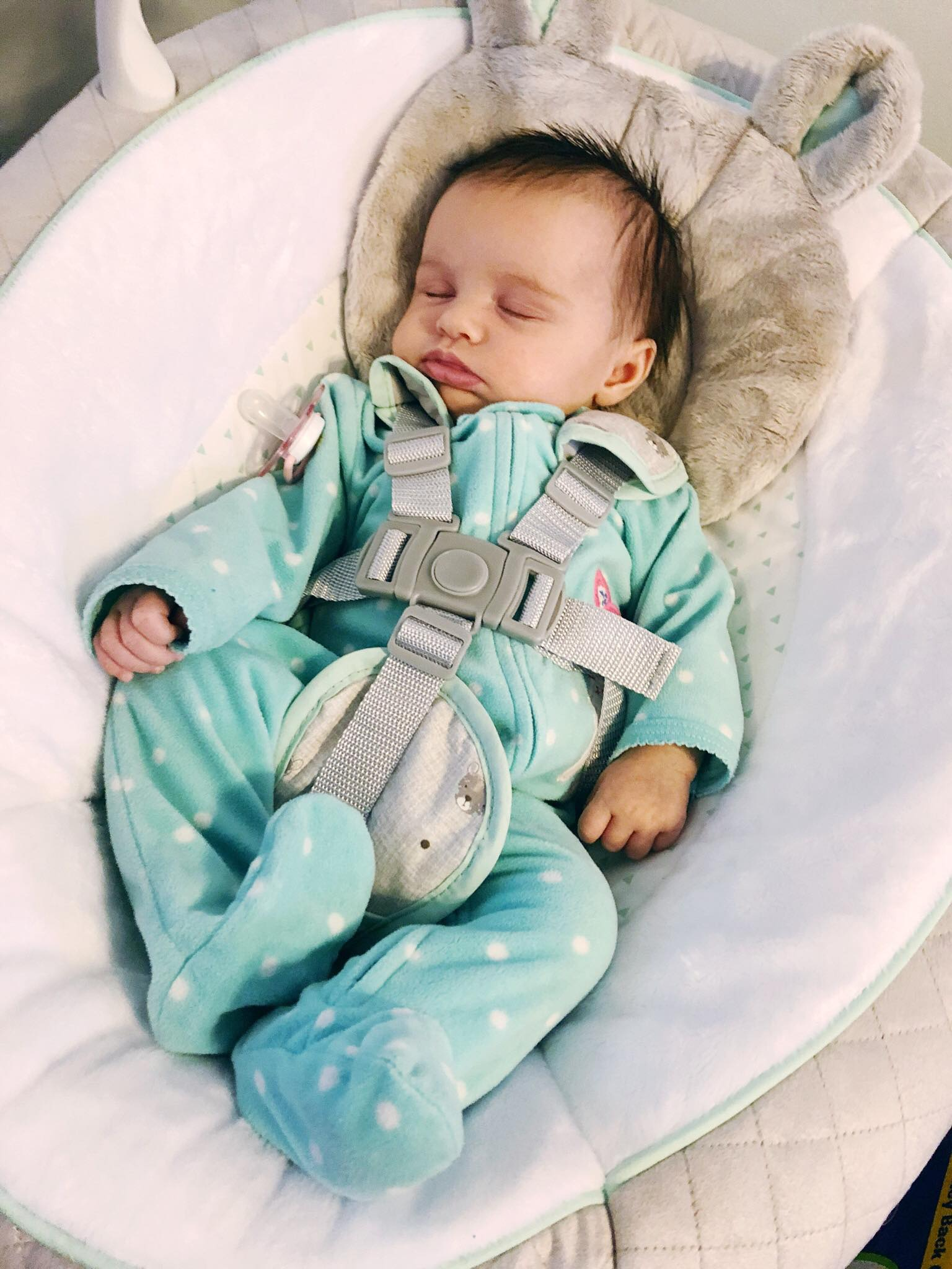 Amélie in her Graco Everyway Soother Swing