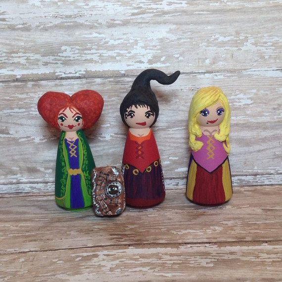 Hocus Pocus inspired Sanderson Sisters Peg Dolls and the Book too! Adorable peg dolls made by Makings from Mommyland